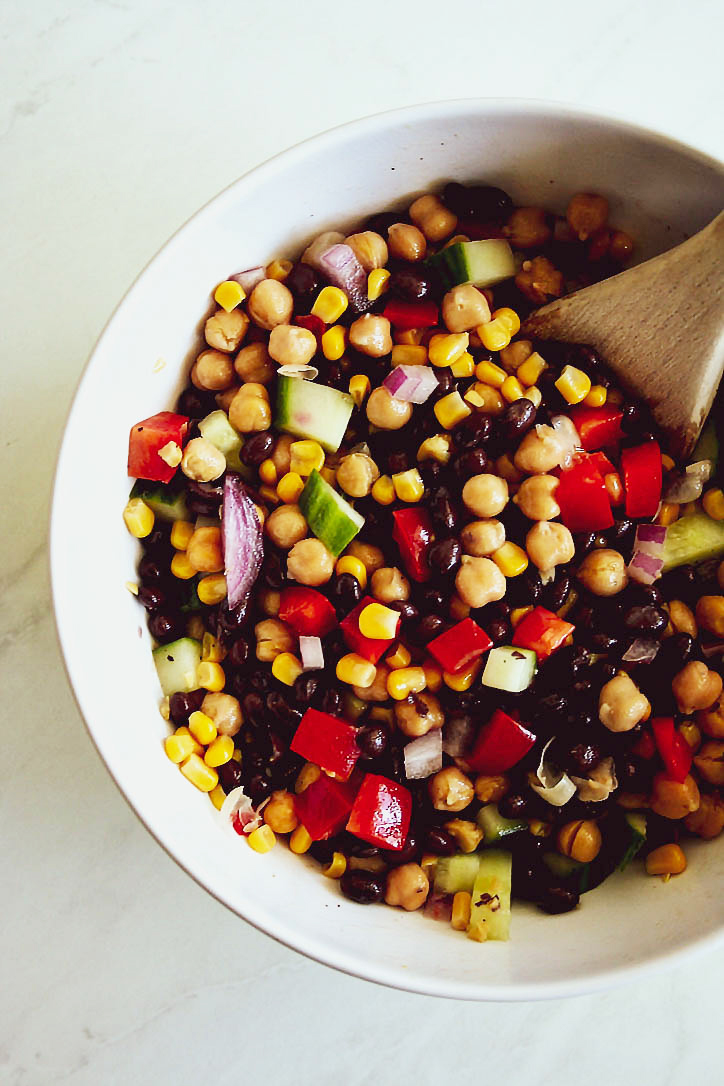 Perfect for summer: Fresh and tasty bean, chickpea, and corn salad